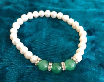 Beaded Pearl Bracelet with Green and Rhinestone Accents