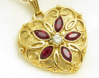 Red Heart Pendant Vintage Necklace Jewelry