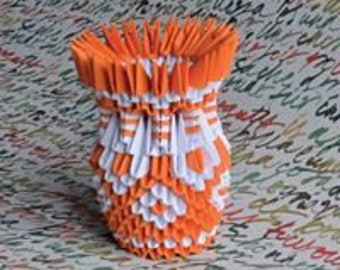 Small decorative modular origami vase