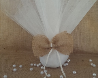 Tulle with burlap bow wedding favor/bomboniere