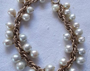 Cultured Pearl Bracelet. (718)