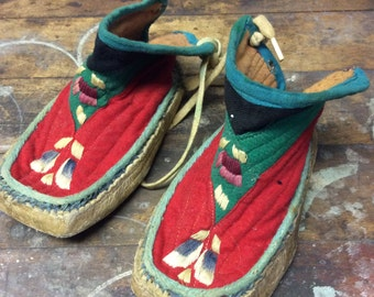 Beautiful vinatge pair of kids slippers/boots  great for decoration