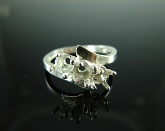6062 Ring Setting Sterling Silver 3 Stone Ring Size 8, (3) 5mm Round Facet Cut Gemstones