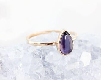 Bague en or bleu iolite, coupe bleu pierres précieuses, saphir, alternative, bague solitaire, or 14k, autre engagement, poire en forme de larme, indigo,