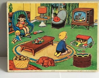 Vintage wooden childs jigsaw, 1972 G.J Hayter &Co. Leisure tray puzzle.