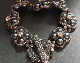 Bead tutorial pattern. Thundercloud bracelet pattern 17. Beadweaving. Pearl crystal diamante. Montees seed beads. Right angle weave raw.
