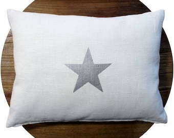 Cushion 30 x 40 cm in white linen with a star - star cushion - star cushion