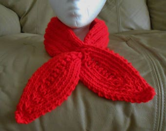 Adult Knitted Keyhole Scarf