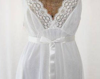 Bridal White Chiffon Long Nightgown Vanity Fair Mint Condition Size 36