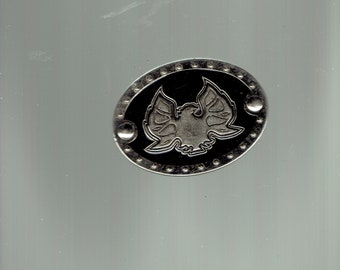 thunderbird belt buckle,only has 1 hook on back.