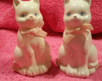 Russ White  Csys eith Pink Bow Ties Salt and pepper shakers