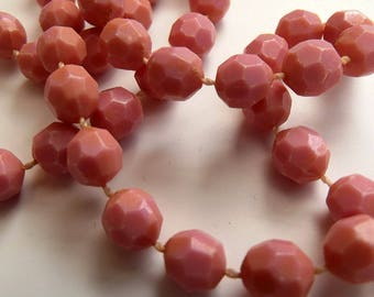 Vintage necklace - Dusky Pink faceted plastic beads - Costume Jewelry
