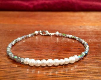 Pearl and czech glass bead bracelet 8 inches, minimalist