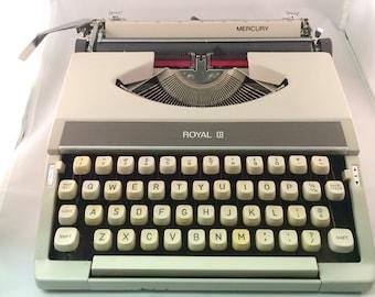 Vintage 1960's Royal Typewriter