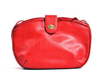 VTG 90s- Classy, Vintage, 1990s, Tomato Red, Sweatheart, shoulder bag with Textured surface and Gold toned hardware by Saddle River - Medium
