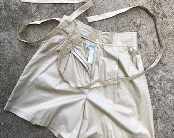 Super cute high waisted Saks 90's shorts