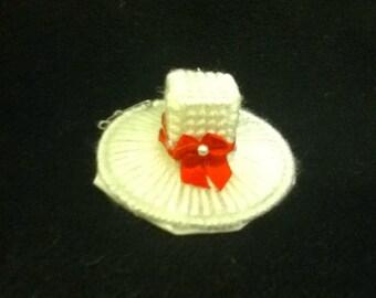 Small white top hat barrette