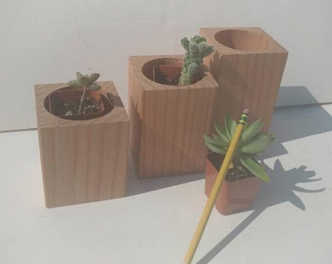Featured listing image: Redwood Planter Set