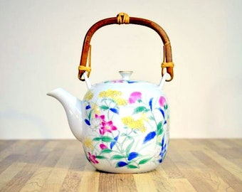 Vintage Porzellan Floral Teekanne Rattan-Griff