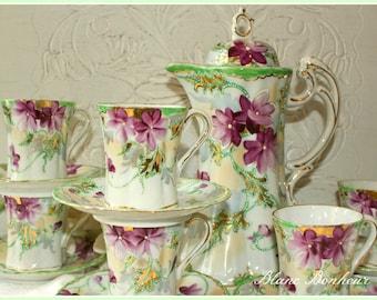 Japan: Hand painted tea set, teapot (or coffee pot, chocolatière), six demitasse, six saucers