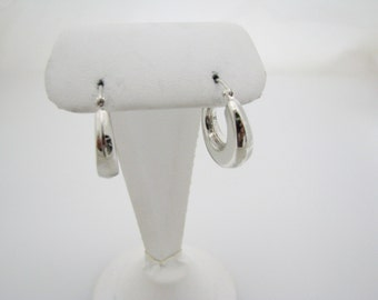 c332 Nice Sterling Silver Small Hoop Pierced Earrings with Lever Closures