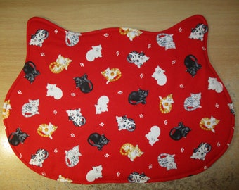 Doily/Placemat for cat bowls cat head-shapped / Cats / Free shipping in Canada