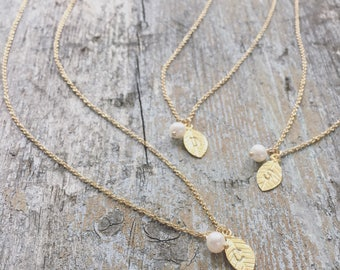 Set of 1,2,3,4,5,6 bridesmaid necklaces, personalized gold leaf, pearl bridesmaid gift, freshwater pearl, gold initial leaf charm, gold fill