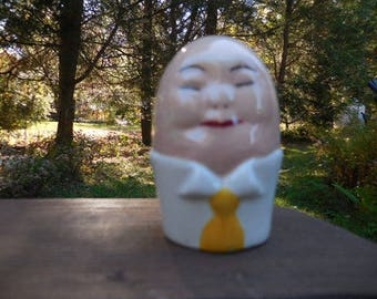 Vintage 1940s to 1960s Salt or Pepper Shaker Retro Single/Orphan Humpty Dumpty Like Egg Shaped White Yellow Tie Face Ceramic/Porcelain