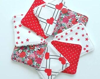 Lot de 8 lingettes demaquillantes / debarbouillantes lavables rouges, noires et blanches - motifs coeurs, étoiles et pandas