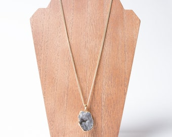 Raw Quartz Stone Pendent Necklace