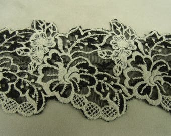Ribbon lace - 8.5 cm - black & Tan
