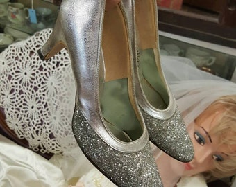 SALE - Vintage Sparkly Silver Heels Size 5 1/2 from Rustysecrets