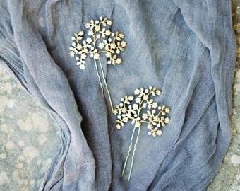 Delicate flower bunch pins, 1 piece