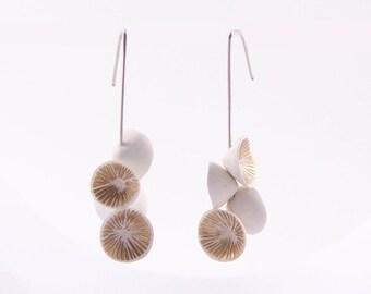 Earrings lilies white