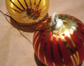 2 x Vintage Thread-Wrapped Christmas Baubles