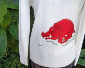 Arkansas Razorback mascot Vintage 70s 80s LeRoy White Acrylic sweater with Red Razorback Embroidery Size Small