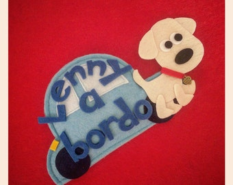Dog on board. Car decoration in felt. Dog on board. Machine with dog with written and customizable colors. Gift Idea.