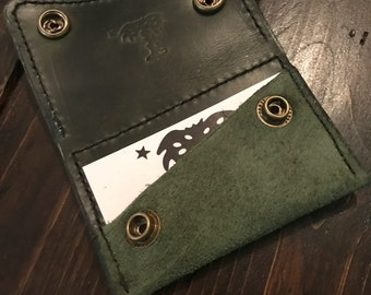 The Oliver card wallet in Horween Green Cavalier rough out