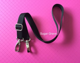 Adjustable Bonding Pouch Strap With Clasps