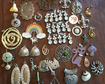 Vintage Junk Drawer Dream 5, Junk Drawer Items, Assorted Lot of Pendants and Charms,  Charms/Pendants  to Wear or Use for Crafting