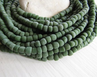 green seed Beads,  opaque green glass beads , small tube barrel spacer , indonesia,  New Indo-pacific 3 to 6mm / 22 inch strd - 7ab65-9