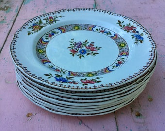"""Vintage set of Copeland Spode plates in """"Spode's Nigel"""" pattern in mint condition."""