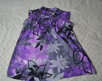 ON SALE!!!!!! Shear Dressy Sleeveless Blouse in a Purple and Gray Print for Size Large by Un Deux Trois