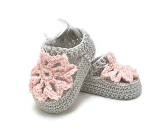 Baby booties, crocheted baby shoes, baby shower gift, flower shoes, crochet baby booties, newborn baby shoes, gift for baby, baby girl gift