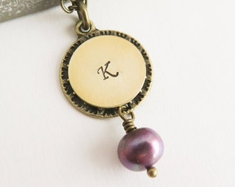 Hand stamped initial necklace, purple freshwater pearl necklace, personalized jewelry, Mother's Day gift, initiaal ketting, gift for her