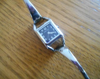NINE WEST silver stainless steel women's watch 6 inch bracelet black background with numbers