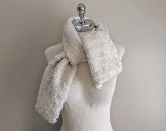 CLEARANCE vintage 60's faux fur satin lined oblong scarf in cream
