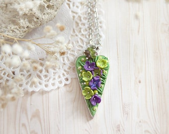 Meadow necklace for grandmother gift from granddaughter gift Spring birthday gift Flower jewelry Nature lover gift Botanical jewelry for mom