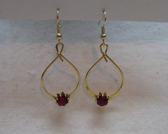 Red Rhinestone Gold Dangle Earrings Pierced Wire Vintage