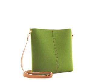 Small crossbody bag / wool felt bag / felt crossbody bag / small womens bag / green bag / made in Italy